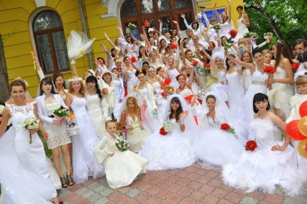 Парад невест в Тернополе собрал 70 красавиц